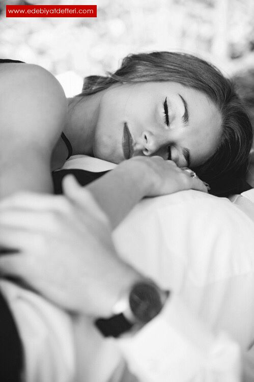 Если довелось видеть во сне поцелуй, инициатором которого являетесь вы, сонник фрейда с большой долей вероятности утверждает, что вы и в действительности привыкли играть доминирующую роль в отношениях.