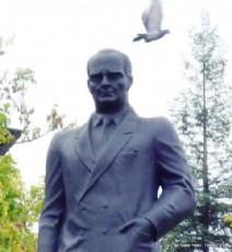 Trabzon'da Atatürk Heykelleri