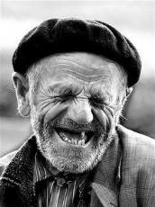 Her İnsan Gülmeyi Hak Ediyor