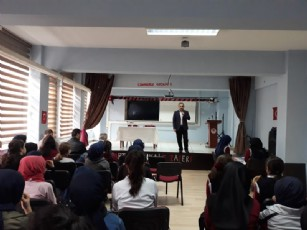Kocaeli İzmit Evliya Çelebi İmam Hatip Ortaokulu Şair-Yazar   Çocuk ve Gençlik Edebiyatçısı   İsmail MALATYA'yı misafir etti.